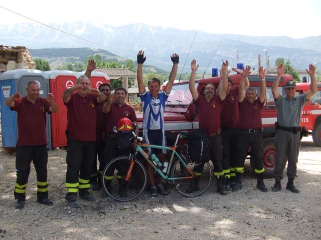 4.Giro d'Italia 100°.Aquila.Pompieri volontari x terremoto