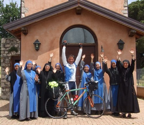 6.Giro d'Italia 100°.Segni. Suore del Verbo Incarnato