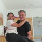 IMG_4113..le bimbe continuano a fare foto ed io approfitto per portare in braccio la loro assistente