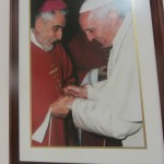 180. IMG_2490...chiedo di chi è quella faccia simpatica e  vestito di bianco accanto al Monsignor Ghisalberti