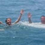 358. in pieno Oceano  rimaniamo Fermi  per 3 ore  in attesa di soccorsi (canoa inidegeni che avvisano i miliatari) perchè rimaniamo senza gasolina...IMG_8949