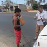 411. IMG_2479.Caracas ..la bottiglietta d'acqua costa di più di 4 litri di benzina = tutti si improvisano tassisti