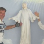 434. Chiesa don Bosco Maria Ester un vero  Angelo ed un falso diavolo...mentre il cristo sembra dire ...pure qui è arrivato IMG_4094a