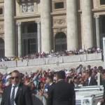 502. IMG_7119...Papa Francesco come mi vede  accenna una ola.. le dico ..no Santità non si disturbi per così poco..