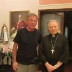 57. IMG_4047 Nunziatura Apostolica..il Vescovo mi dona l'indirizzo di don Quinto dato che nessuno voleva darmi il suo recapito