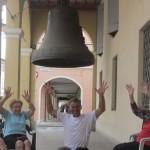 578. IMG_8240...la famosa campana di Brescello e le altrettanto famose e simpatiche Comarine