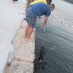 IMG_6496...una copia distratta dalle bellezze ..dimentica il passeggino che scivola in mare fortuna senza bimbo