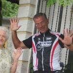 IMG_14563..carzano sono con Maria quasi centenaria che mi dice orgogliosa non prendo nessun farmaco