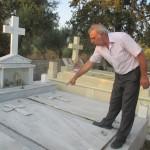 IMG_5767...Tomba dove è seèpolto il Papà di Niko